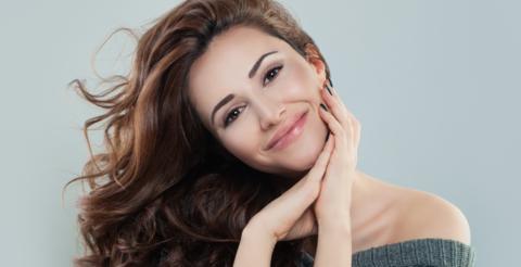 ¿Qué causa la piel de color ceniza?